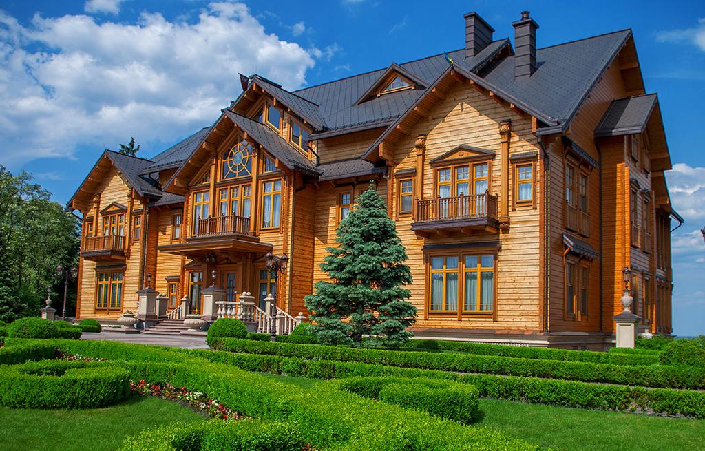 Tours with Guide me UA to Mezhihiria. Mezhyhirya residence of former president Yanukovich