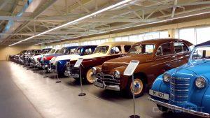 Mezhyhirya garage with retro cars