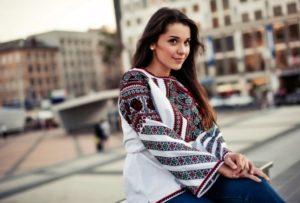 Beautiful Ukrainian girls in traditional garb