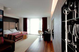 11 mirrors hotel in kiev