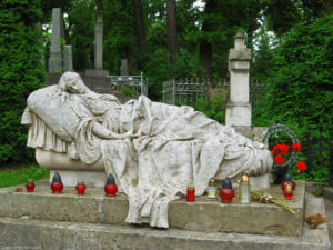 Lychakiv Cemetery Tour by Guide me UA