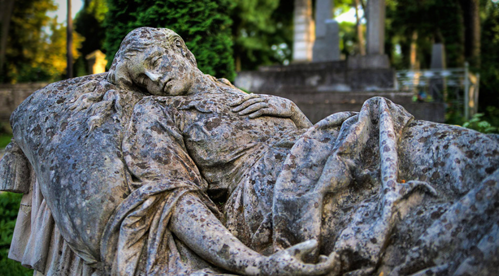 Tour to Lychakiv Cemetery in Lviv