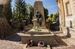 Lychakiv Cemetery in Lviv with a private guide